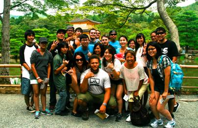 Group photo of Leeward students touring in Japan